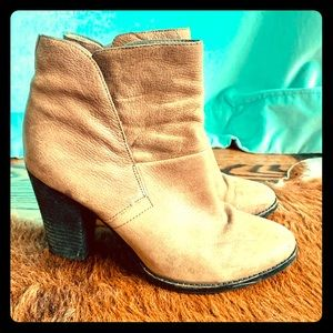Vince Camuto brown ankle boots size 8
